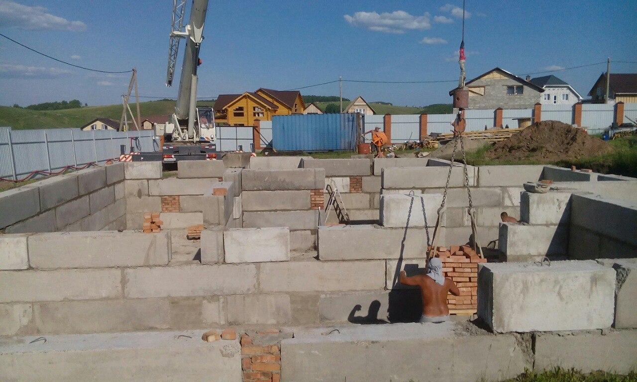Монтаж ЖБИ блоков под цоколь-3